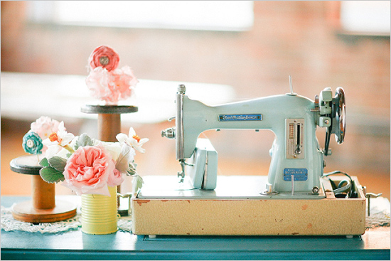 vintagesewingmachinedecoration