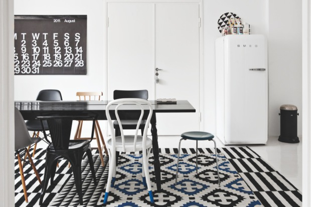 black-white-decor-Danish-apartment-patterns-in-home-interior-decorating-9