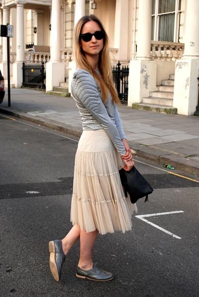 Favorite-Women-Midi-Skirt-Combinations-With-The-Right-Tips