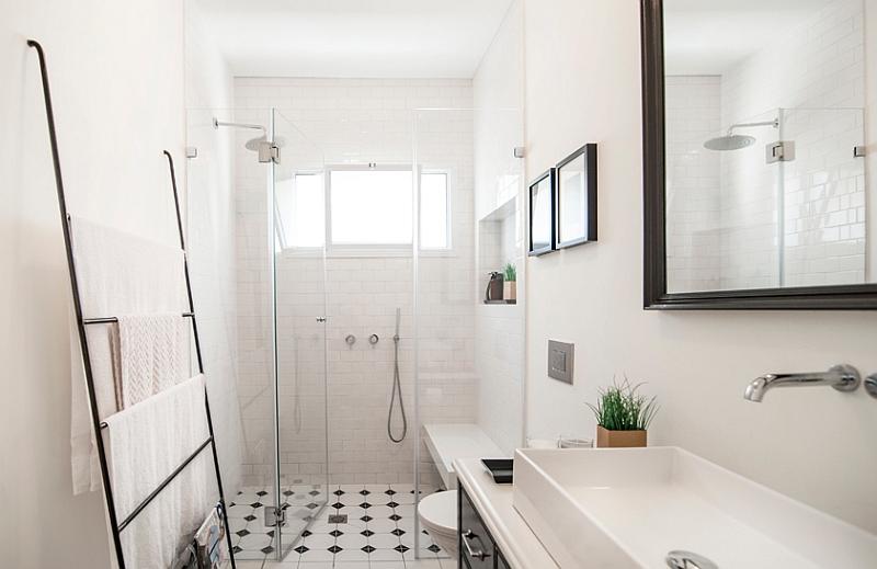 ladder-used-as-towel-hanger-in-the-bathroom